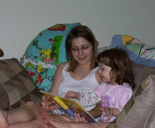 Aunt Cari reading to Lily