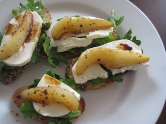 Crostini with Fresh Mozzarella and Caramelized Pears Ronit Penso