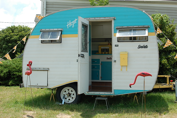 vintage-camper-travel-trailer-traveltrailer-camper-love