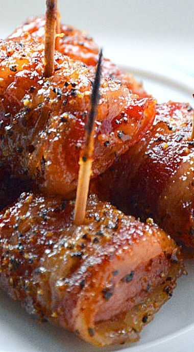 Easy Appetizer – Slow Cooker Glazed Bacon Wrapped SausageBites
